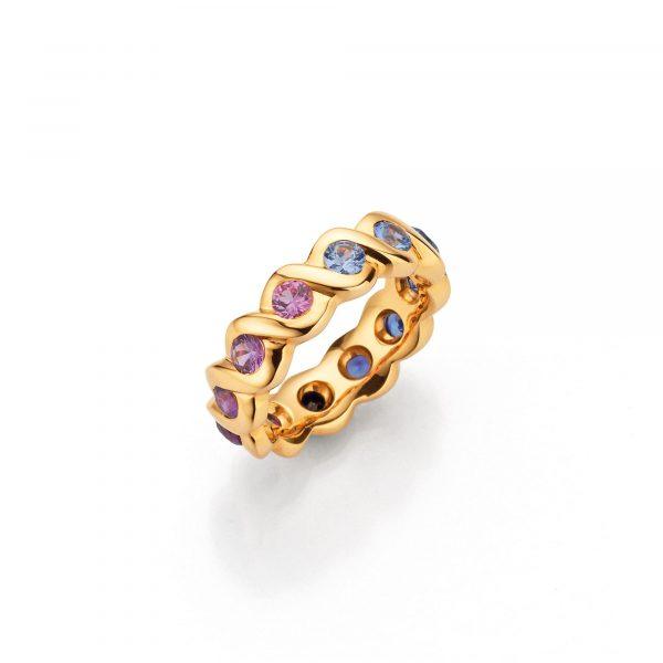 """Gelbgold Ring """"Lola"""" mit Saphir von A. Odenwald bei Juwelier Fridrich in München"""