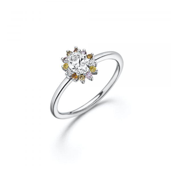 """Weißgold Ring """"La Fleur"""" mit naturfarbenen Diamanten von Atelier Fridrich bei Juwelier Fridrich in München"""