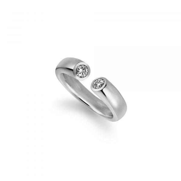 """Platin Ring """"Toro"""" von Atelier Fridrich bei Juwelier Fridrich in München"""