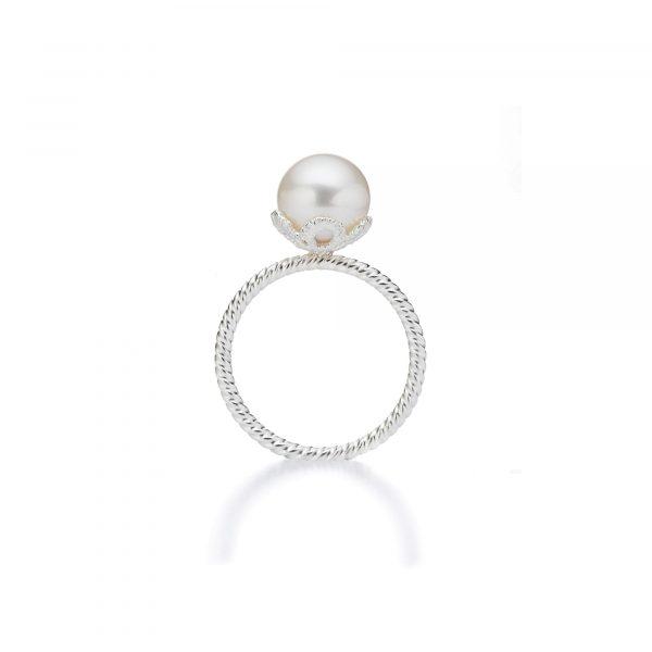 """Silber Ring """"Frau Luna"""" von Brigitte Adolph bei Juwelier Fridrich in München"""