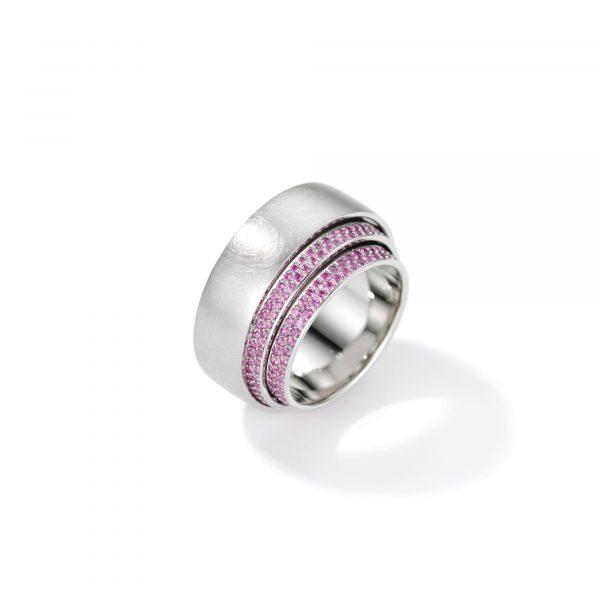 """Platin Ring """"Tenda"""" mit pinken Saphiren von Henrich & Denzel bei Juwelier Fridrich in München"""