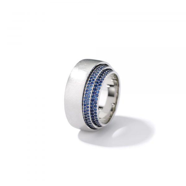 """Platin Ring """"Tenda"""" mit blauen Saphiren von Henrich & Denzel bei Juwelier Fridrich in München"""