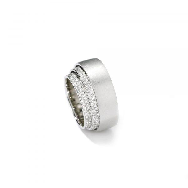 """Platin Ring """"Tenda"""" mit Brillanten von Henrich & Denzel bei Juwelier Fridrich in München"""