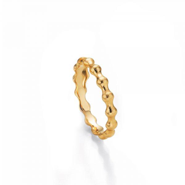 """Gelbgold Ring """"Floow"""" von Jörg Heinz bei Juwelier Fridrich in München"""